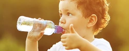 Crianças e adolescentes não estão bebendo a quantidade ideal de água