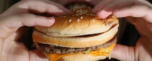 Mais da metade dos jovens acompanhados pelo SUS se alimentam mal