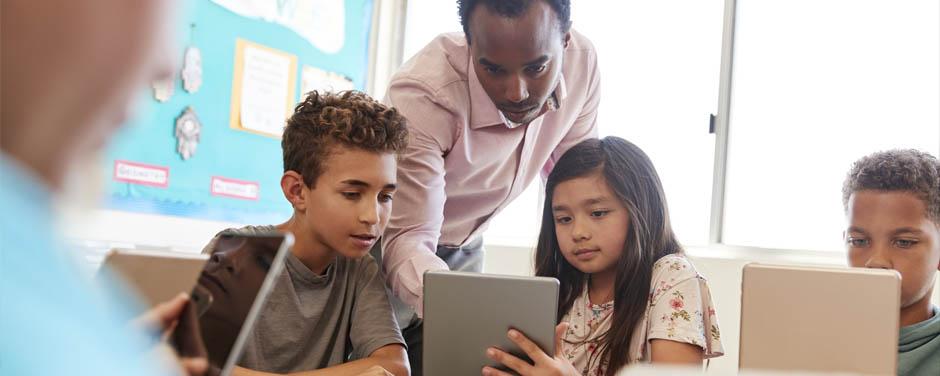 A inserção de recursos tecnológicos no ambiente educacional